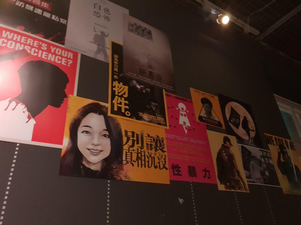 連儂牆用海報展現香港這半年的急遽變化。記者陳宛茜/攝影