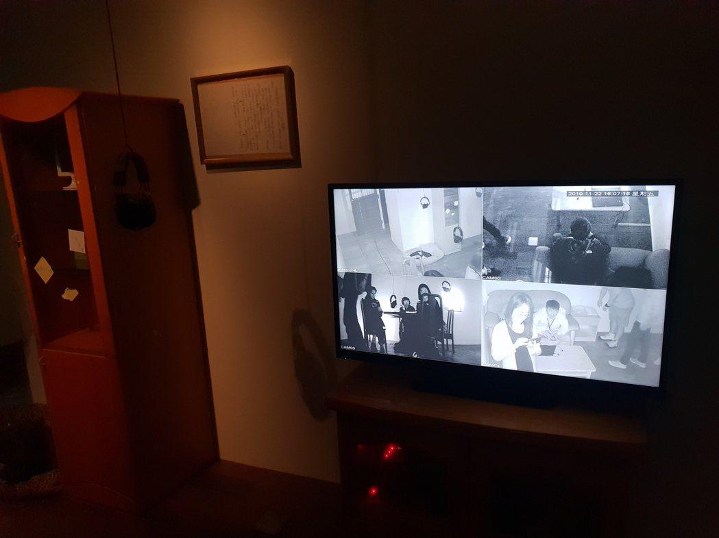 小屋讓觀眾感受香港人面對監控的氛圍。記者陳宛茜/攝影