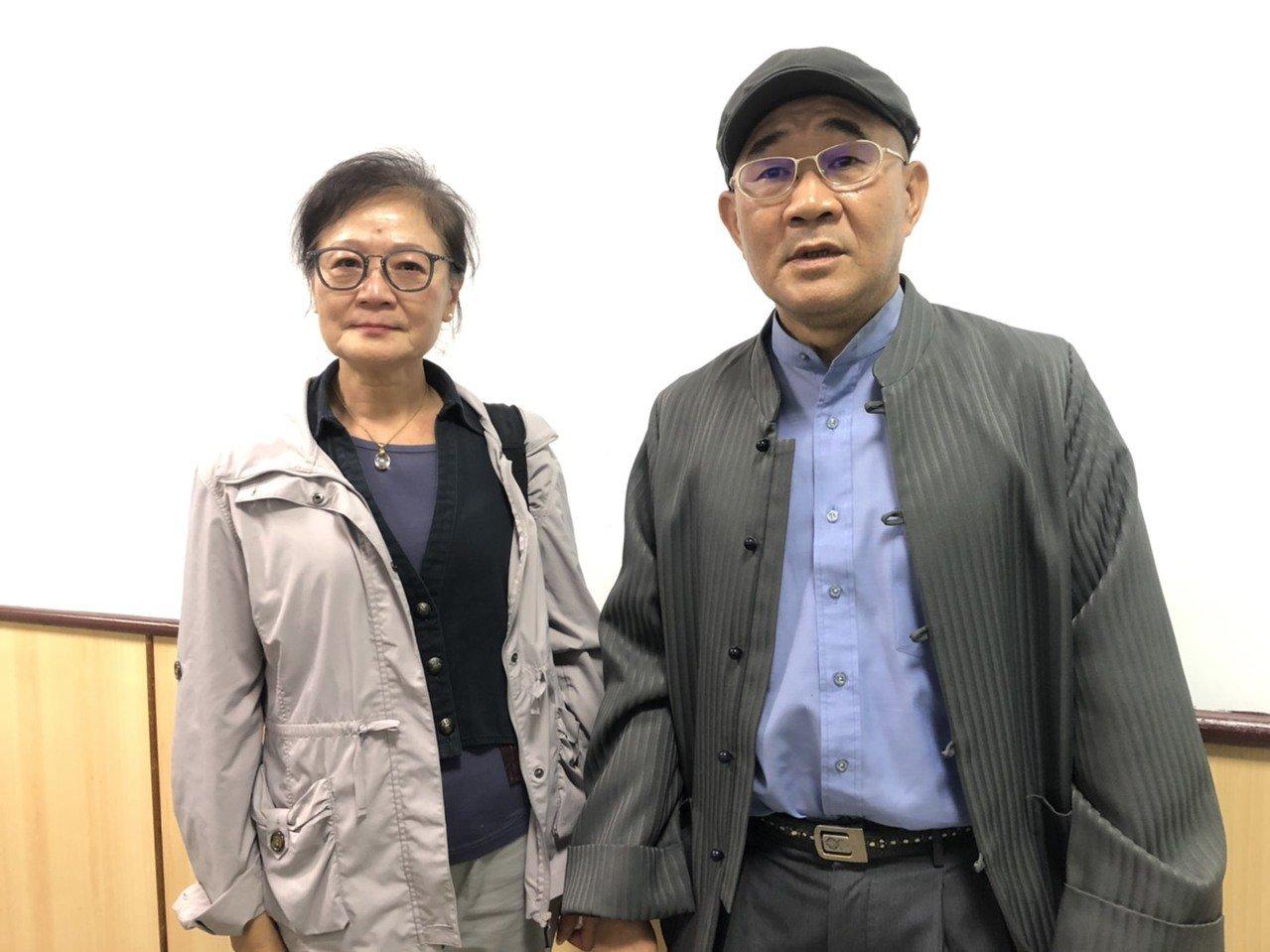 徐奎林(右)、陳瑞敏(左)昨到場聆聽宣判,因官司纏訟6連,得知獲判無罪喜極而泣。...