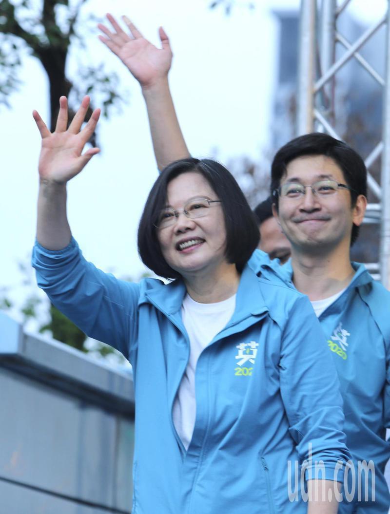 蔡英文總統(左)與立委蔡適應(右)。記者許正宏/攝影