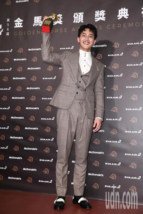 第56屆金馬獎頒獎典禮,范少勳以下半場獲得最佳新演員獎。