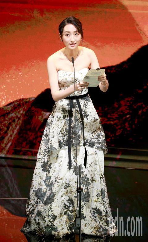 第56屆金馬獎頒獎典禮,柯佳嬿頒發最佳新演員獎、最佳劇情短片獎、最佳動畫短片獎。