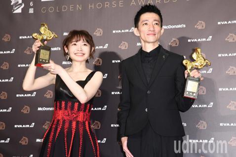 第56屆金馬獎頒獎典禮,返校獲頒最佳改編劇本獎。