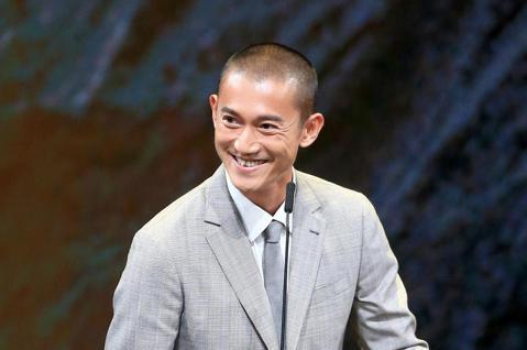 第56屆金馬獎頒獎典禮,吳慷仁頒發最佳剪輯獎與最佳動作設計獎。
