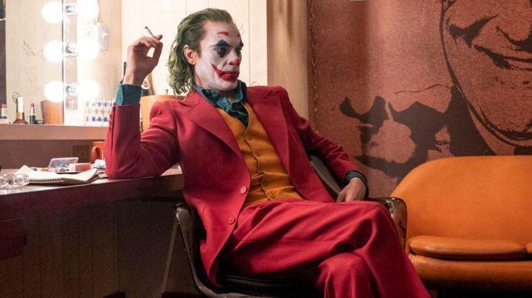 「小丑」電影中的紅色西裝讓人印象深刻。圖/華納兄弟提供