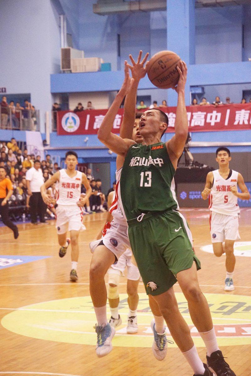 尹麒綸此役拿下「雙10」11分、12籃板、5抄截。記者林宋以情/攝影