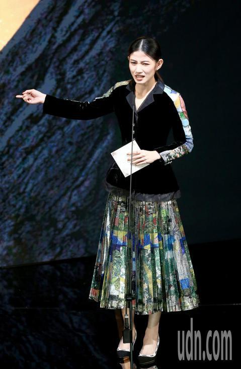 第56屆金馬獎頒獎典禮,李千那頒發最佳造型設計獎與最佳美術設計獎。