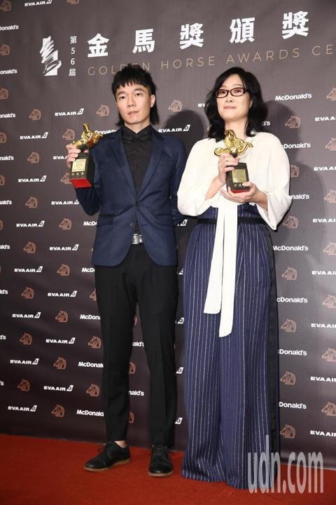 第56屆金馬獎頒獎典禮最佳原創電影歌曲,「光明之日」雷光夏、盧律銘獲得。