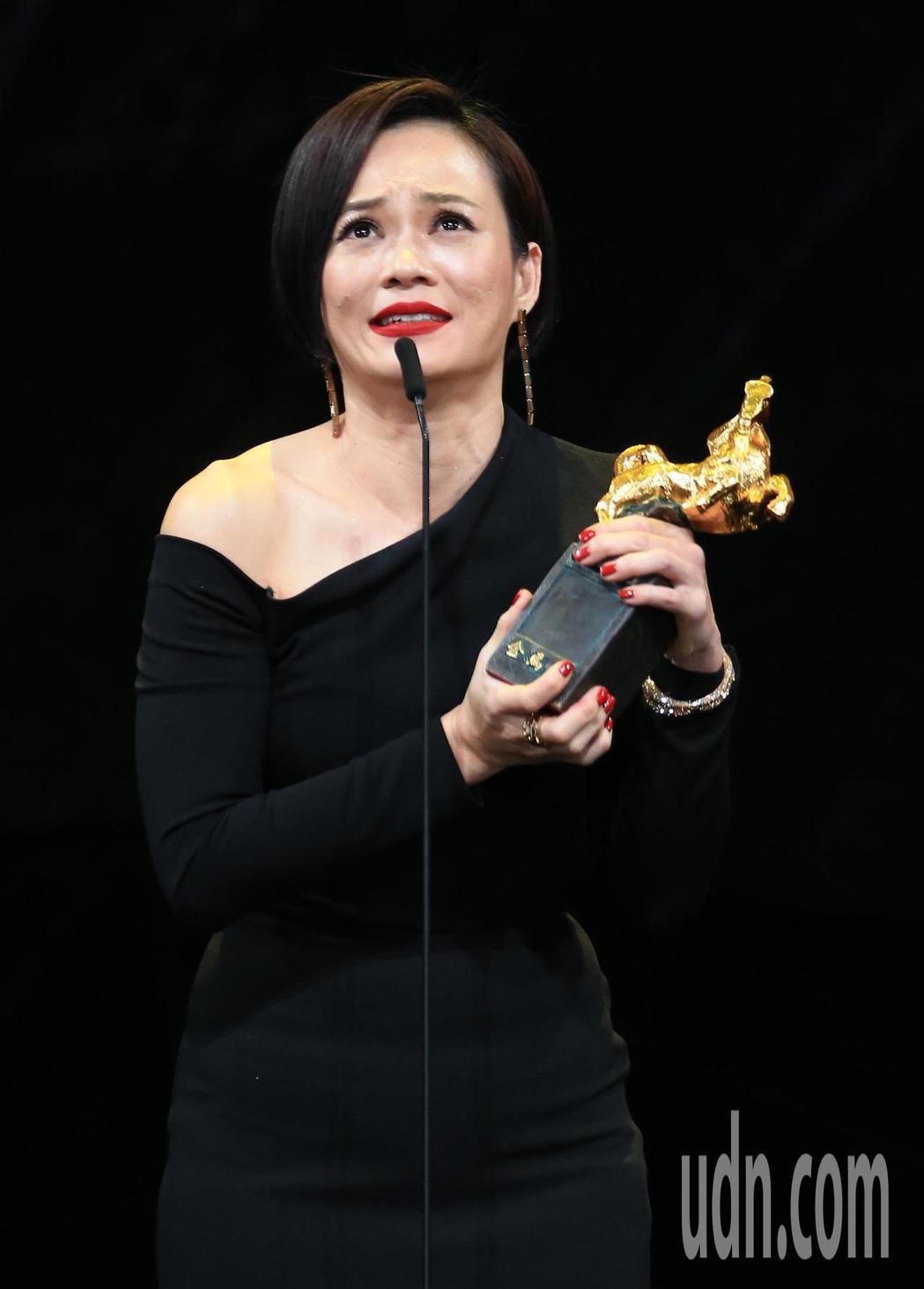 第56屆金馬獎頒獎典禮,楊雁雁以「熱帶雨」獲最佳女主角。記者林伯東/攝影