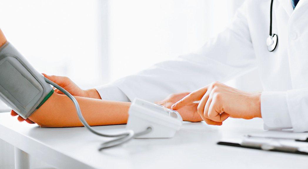 當健康出了問題,面對種種醫療抉擇時,不論是各科專家的不同意見、媒體報導的名醫專訪...