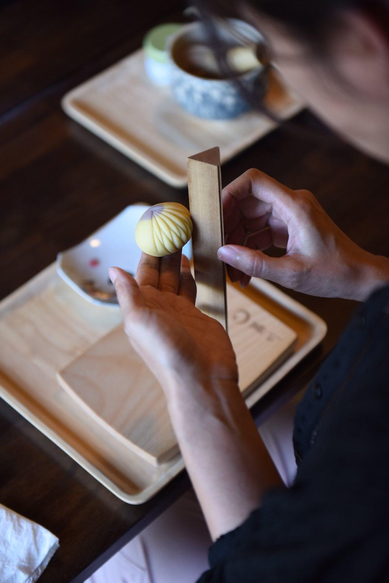 八田與一紀念園區品嘗和菓子。圖/西拉雅風管處提供