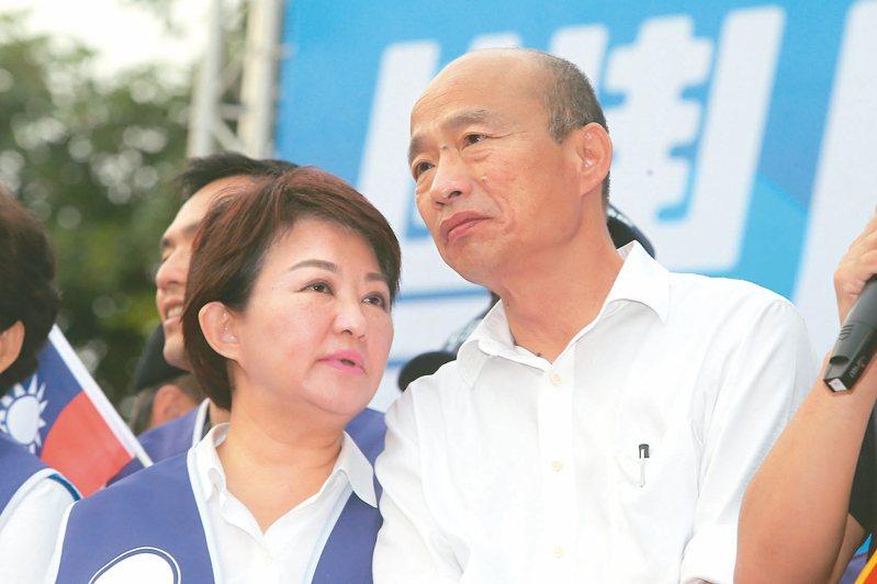 國民黨總統參選人韓國瑜(右)與台中市長盧秀燕(左)昨在台中為立委參選人站台,營造黨內團結。 記者黃仲裕/攝影