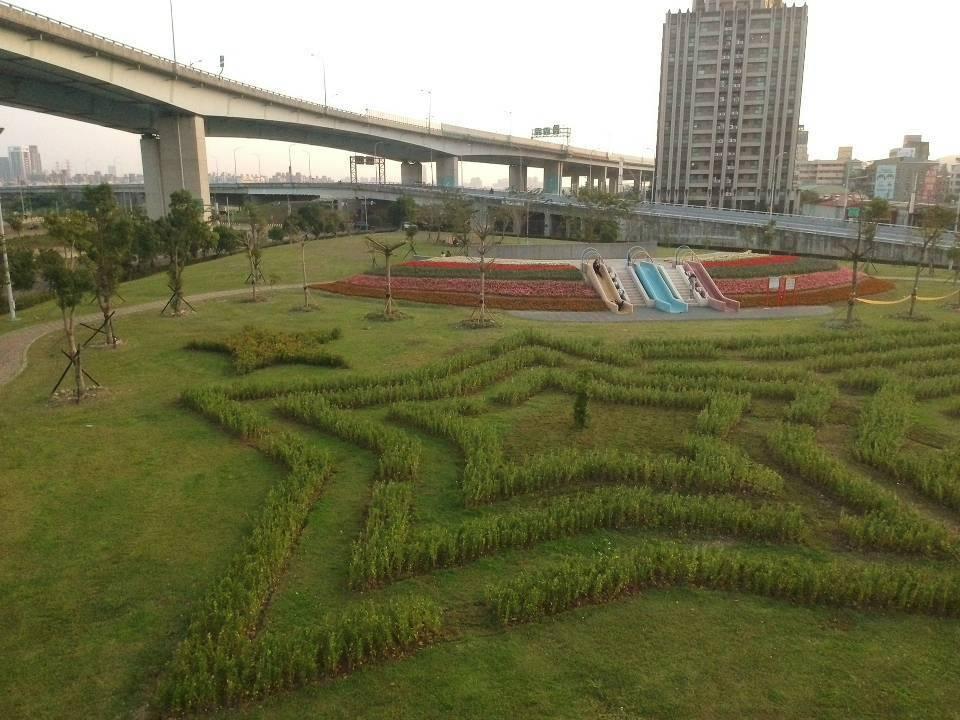 五股區體健公園去年推出流星景觀迷宮,受到民眾喜愛。圖/新北市景觀處提供