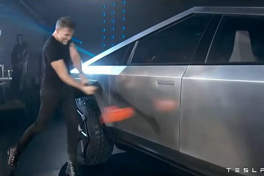 車輛外觀版件以超堅硬的ULTRA-HARD 30X冷壓不銹鋼製成,具有抗衝擊、減...