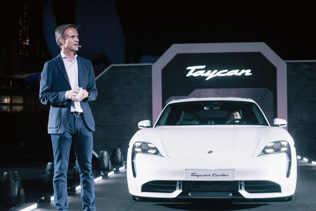 旗艦車型Taycan Turbo S從靜止加速到100km/h僅為2.8秒。 圖...