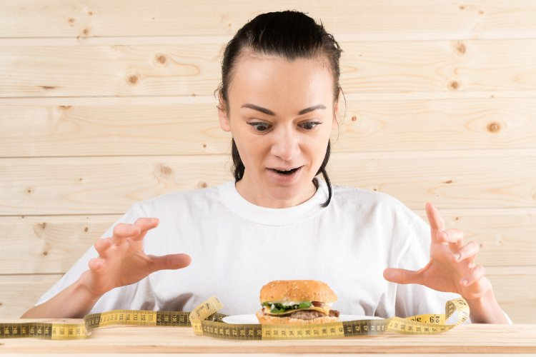 有些人常陷入「運動完好餓,而又大吃大喝」的惡性循環,看看你是否有以下的錯誤習慣?