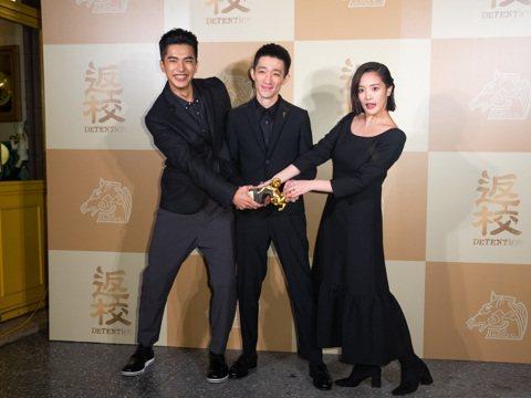 《返校》在第56屆金馬獎奪得五項獎項,最佳新導演、最佳改編劇本、最佳視覺效果、最佳美術設計、最佳原創電影歌曲等五項獎項,在金馬頒獎典禮結束後舉辦慶功宴慶祝。
