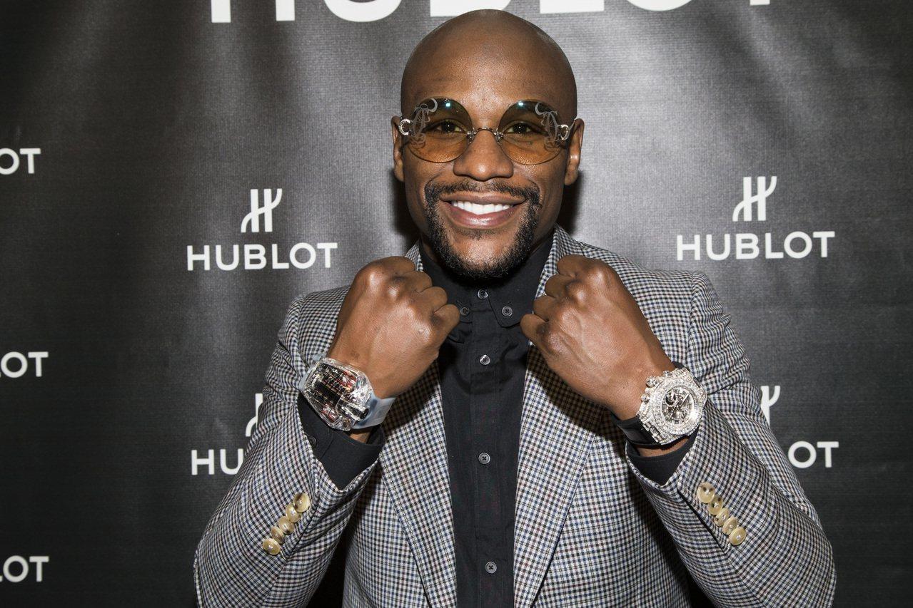 拳王Floyd Mayweather穿戴宇舶表高級訂製珠寶表以及MP05腕表。圖...