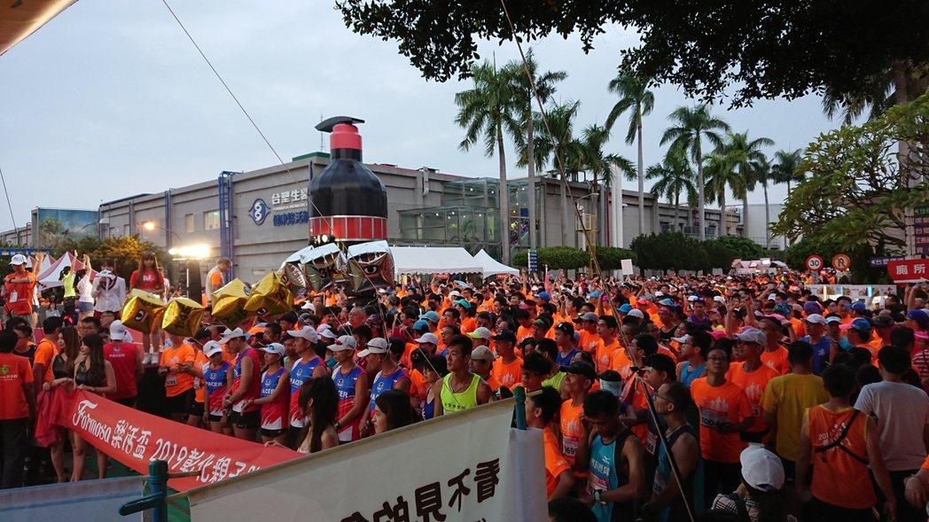 台塑企業24日上午六時在台化公司彰化廠舉辦Formosa樂活盃-彰化親子路跑活動...