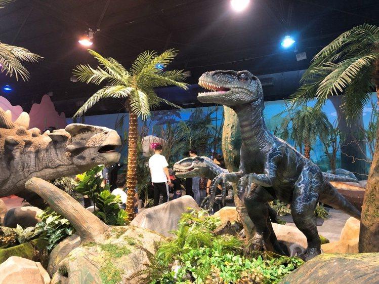 超逼真恐龍深受小朋友喜愛。圖/寬宏藝術