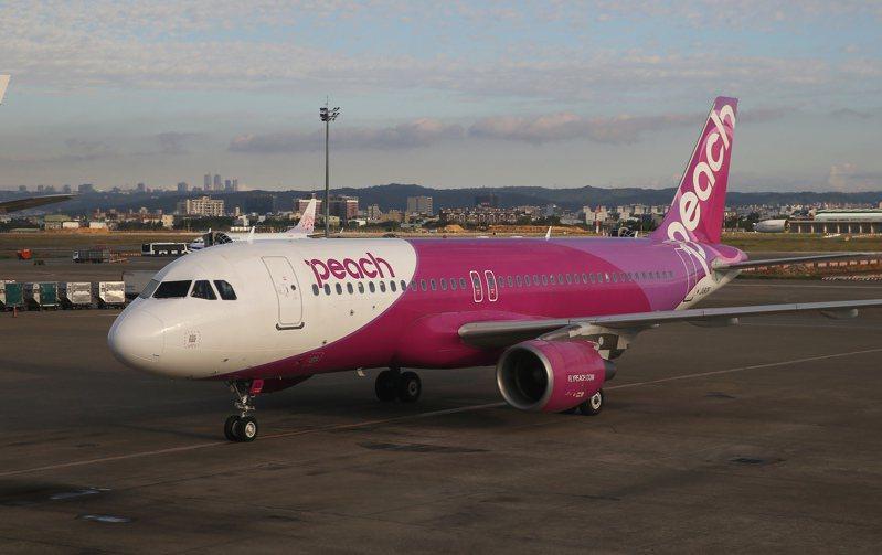 日本樂桃航空24日開闢福岡航線,為了慶祝首航,推出1580元優惠機票。記者陳嘉寧/攝影