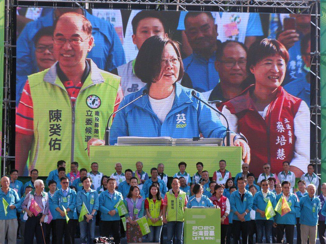 蔡英文爭取連任,下午在南投強調台灣經濟成長率是四小龍第一,不只長照2.0預算明年...