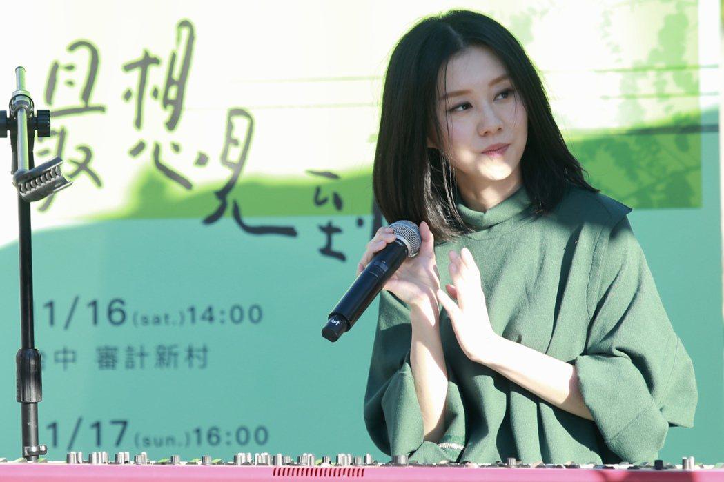 白安推出新創作專輯《44天》,下午在台北四四南村舉辦「最想見到你」彈唱會最終場。...