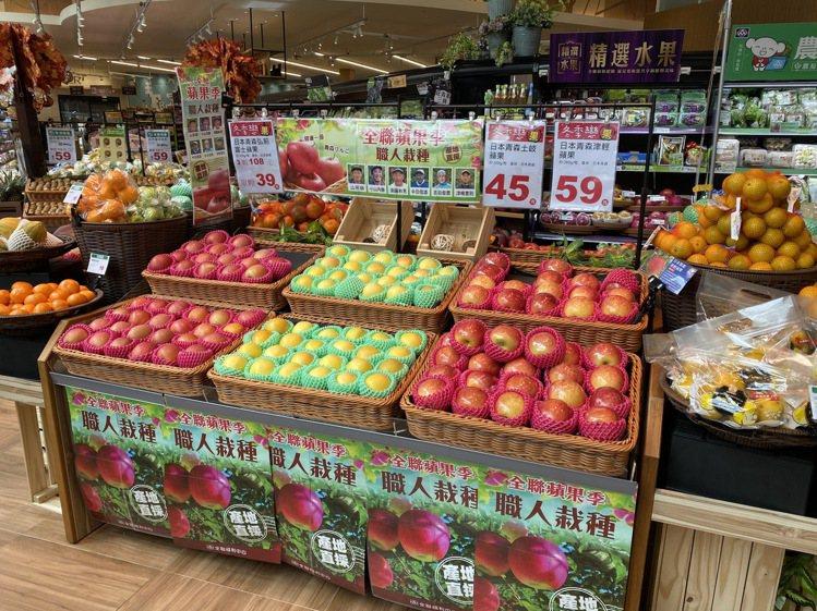 全聯販售來自日本青森果園契作的蘋果,依照產期陸續上市的是津輕、土岐(TOKI)、...