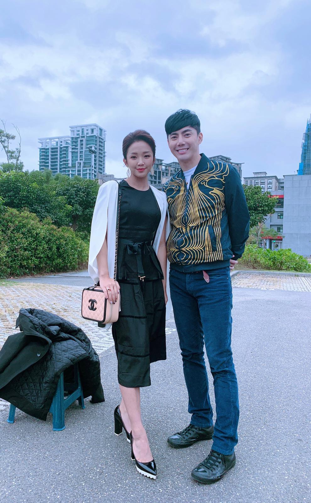 賴慧如與大她14歲的王凱演出母子。圖/摘自臉書