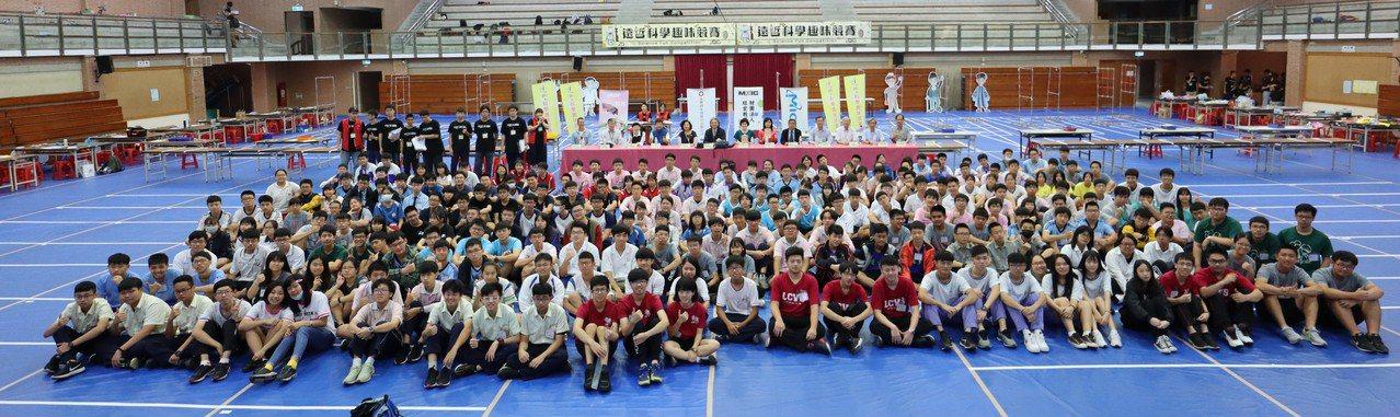 第25屆遠哲科學趣味競賽南區賽今在中山大學體育館登場,今年南區共有89個隊伍參賽...