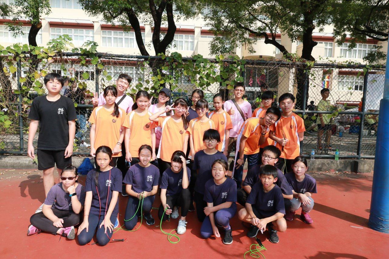 來自台中市新社區的協成國小在跳繩六人長繩項目一直都有優異表現。圖/台南大學提供