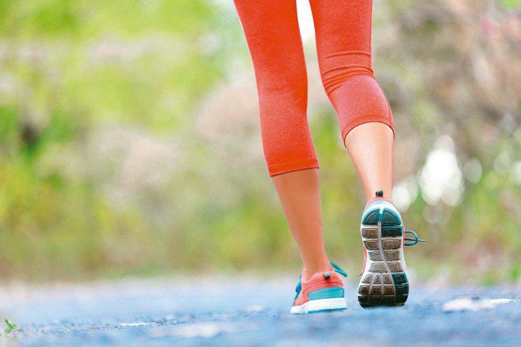 運動對乳癌患者大有好處,應培養健康生活習慣,每周走路3至5小時可增加存活率。 圖...