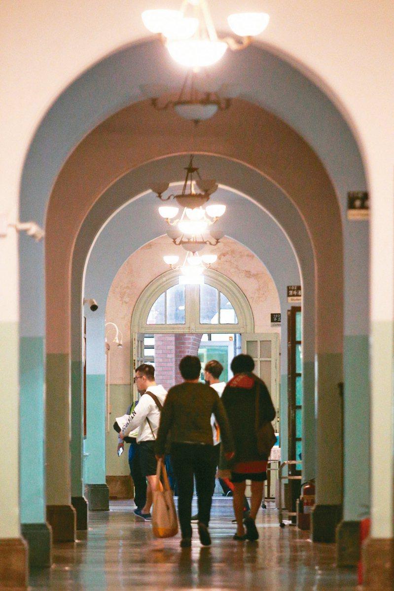 台灣大學、台灣師範大學、台灣科技大學組成的台大系統,將推動逕讀碩士班制度。 記者蘇健忠/攝影