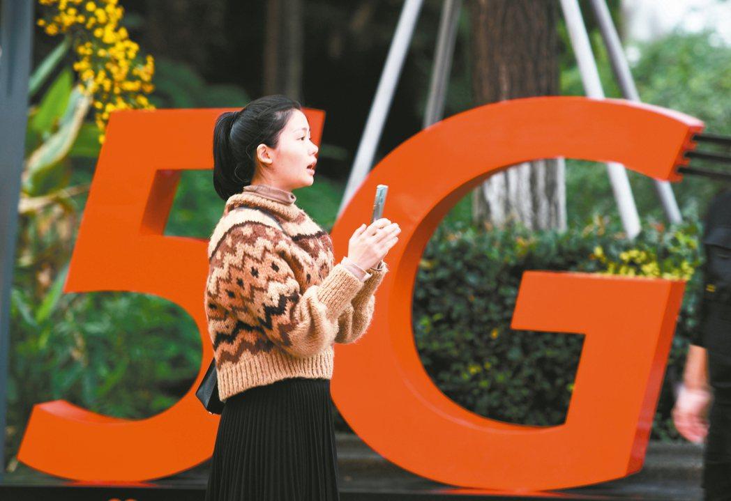 為了搶奪5G領先地位,全球加速布建,投信表示,台廠擁有關鍵電子元件競爭優勢,隨著...