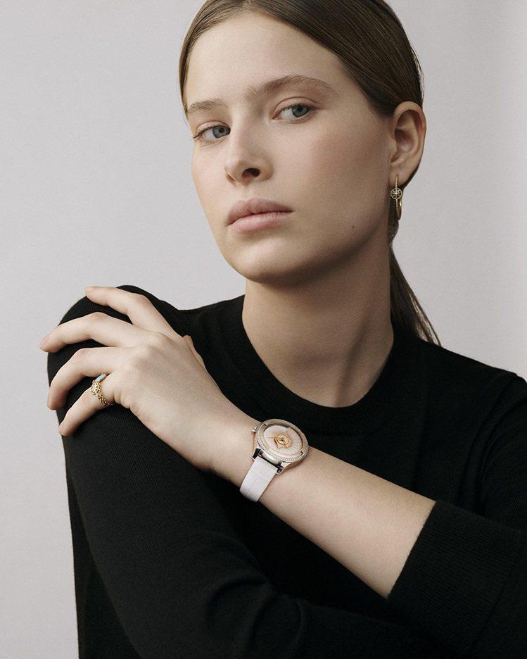 DIOR Grand Bal系列腕表,是專為女性而設的創作,因此配戴時最能凸顯女...
