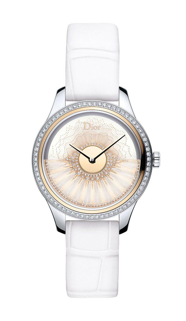 DIOR Grand Bal Plum系列腕表,白面漆光表盤上交織金線再飾以白色...