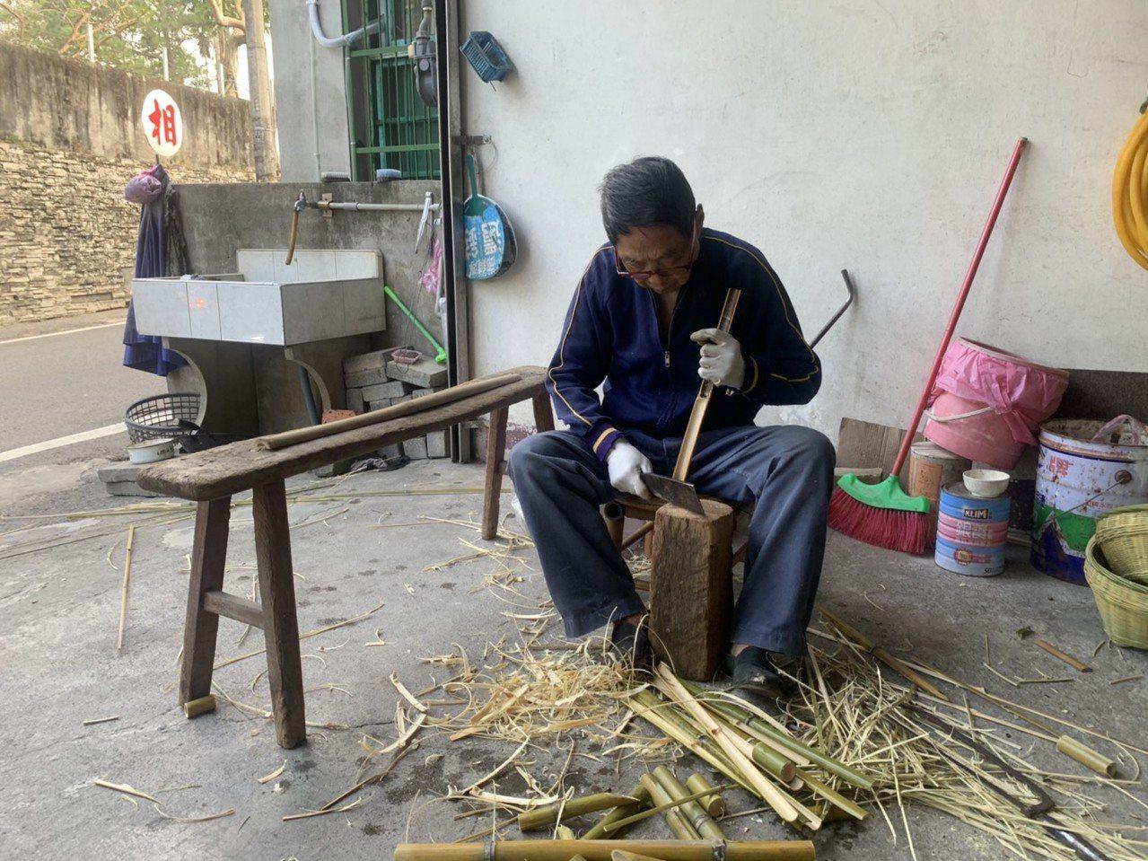 87歲竹編師傅李謙宏從13歲就開始就開始跟著父親學習,擁有70多年的竹編經驗。 ...
