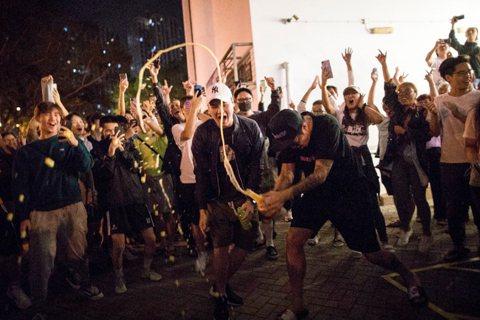 從民生的服務,到民主的表態——香港區議會選舉建制派狂敗