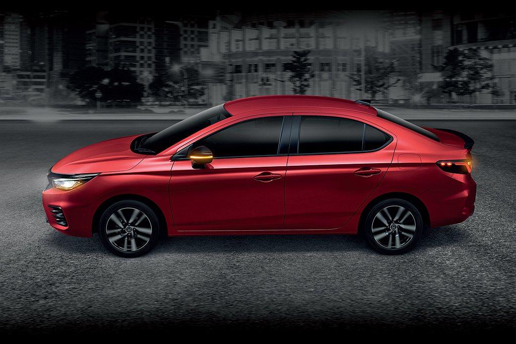 全新第五代Honda City搭配CVT無段變速系統,可跑出23.8km/L平均...