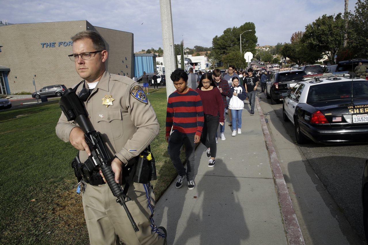 高等教育紀事報報導,全美新增的國際學生人數減少,可能與美國槍枝泛濫且濫射事件頻傳...