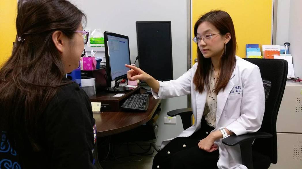長安醫院神經內科醫師陳惠萱指出,顏面神經麻痺可分為中樞型與周邊型兩種。圖/長安醫...