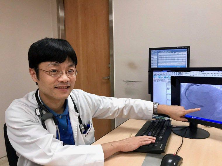 大里仁愛醫院心臟內科醫師施昇宏說,在緊急救護案件當中,急救後回復自發性心跳,進而...