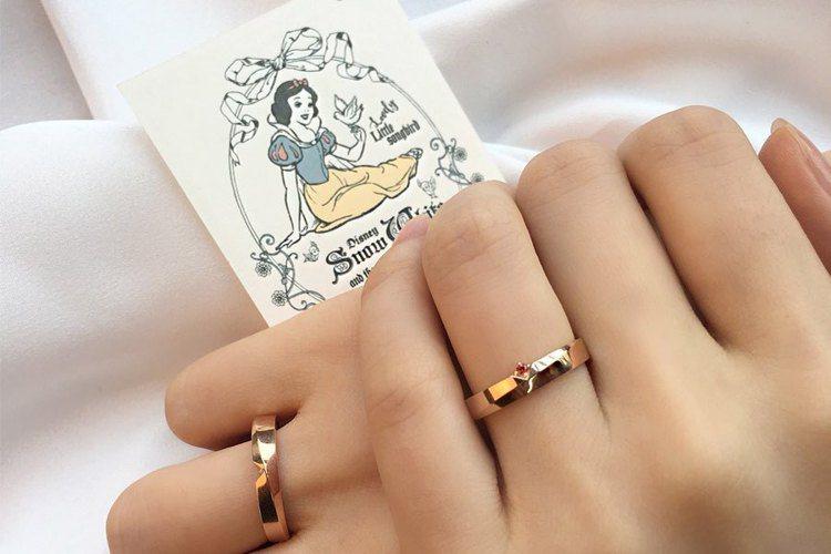 「白雪公主」對戒.兩款合而為一是完整的戒指。圖/摘自LLOYD IG