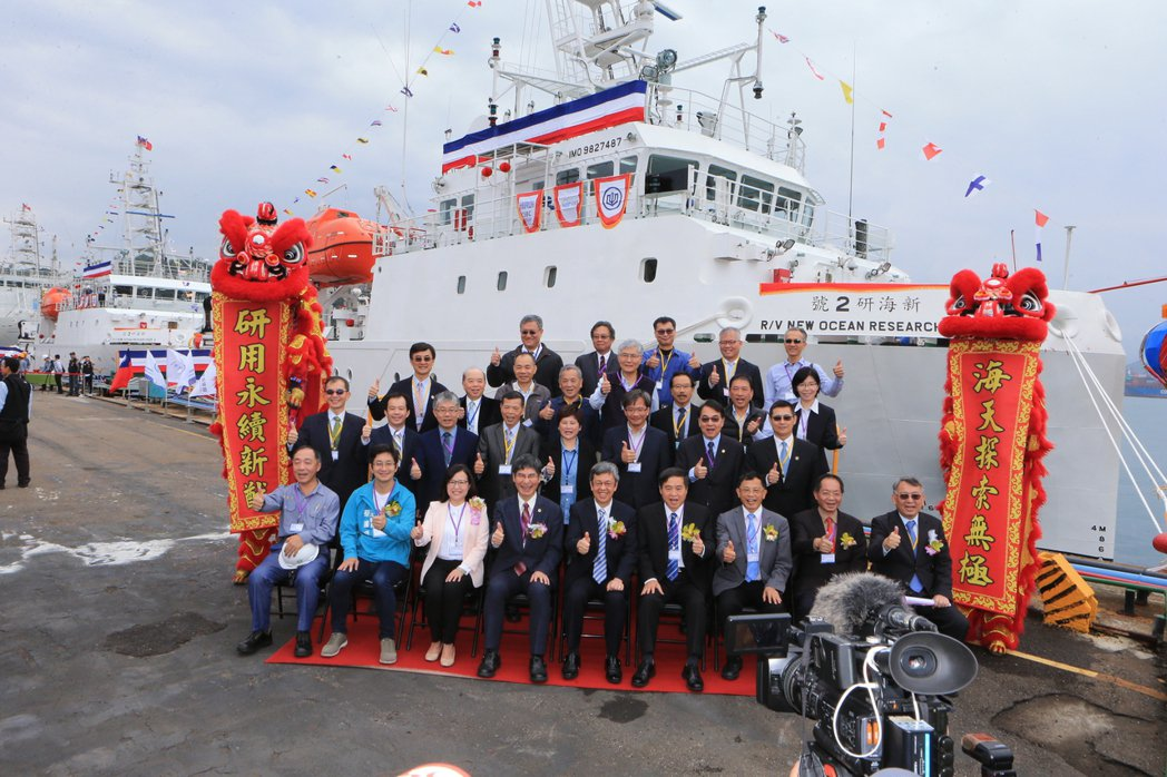由台船設計、建造的兩艘500噸級的海洋研究船今(25)日同時完工命名。照片/台船...