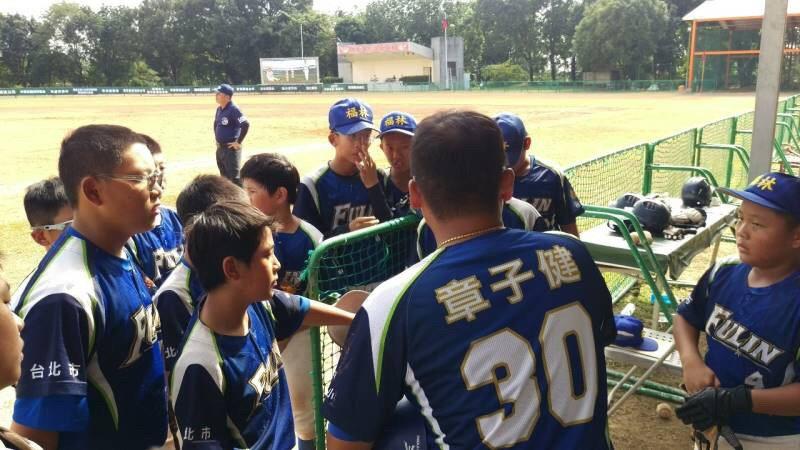 徐生明盃十六強賽,台北福林國小打到延長賽七局,才以17:13擊敗日本武藏府中。圖/徐生明棒球發展協會提供