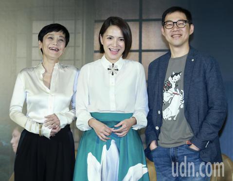 電影《夕霧花園》下午舉行記者會,演員張艾嘉、李心潔、導演林書宇出席談論電影幕後,張艾嘉與李心潔更是首度挑戰飾演同一角色。