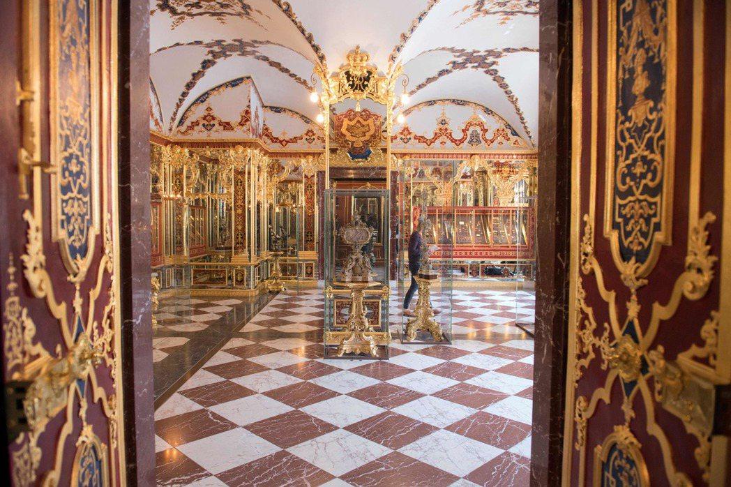 圖為綠穹珍寶館內一處珠寶展示區。法新社