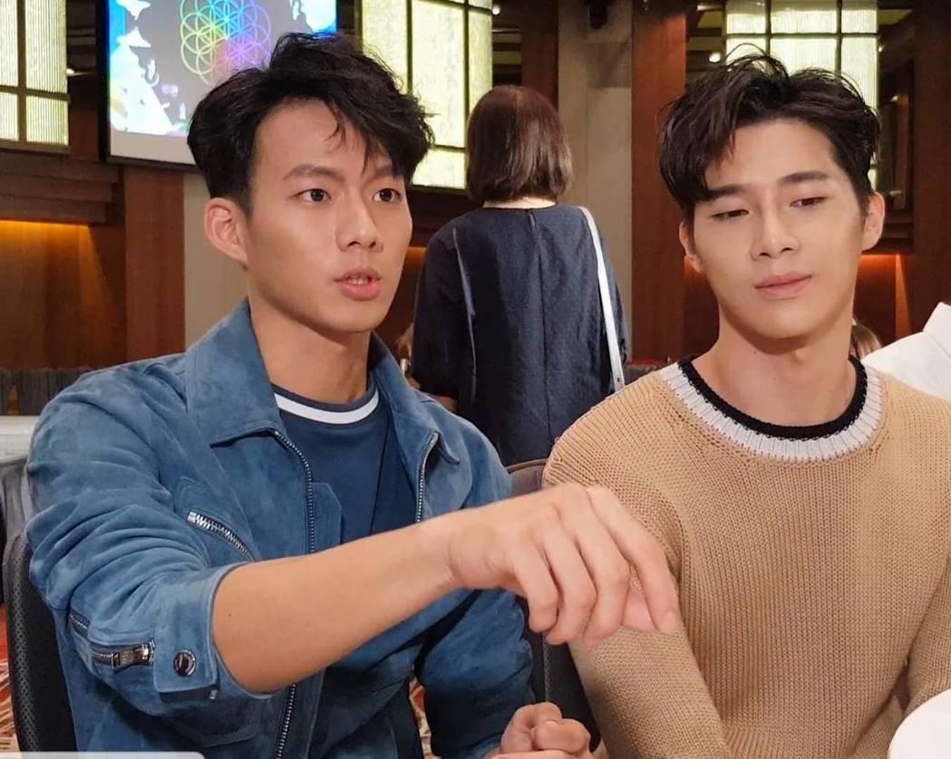 吳念軒(左)與宋緯恩合作「違反校規的跳投」起爭執。記者杜沛學/攝影
