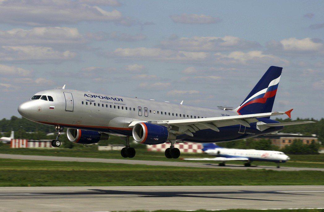 一架俄羅斯航空空中巴士320客機,25日飛行途中發生機師心臟病發意外。圖為俄航同...