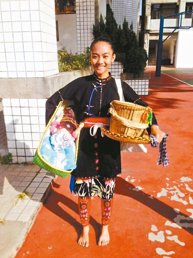 台東高商學生卑南族女孩曹閔淨,在台東縣舞蹈暨戲劇創作比賽,奪民俗舞個人組優等第一。 圖/取自曹閔淨臉書